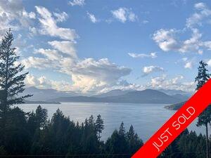 Howe Sound Townhouse for sale:  3 bedroom 3,373 sq.ft. (Listed 2021-01-19)
